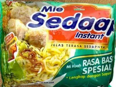 印尼方便面很贵 一份的就需要35元里面的肉却是非常足